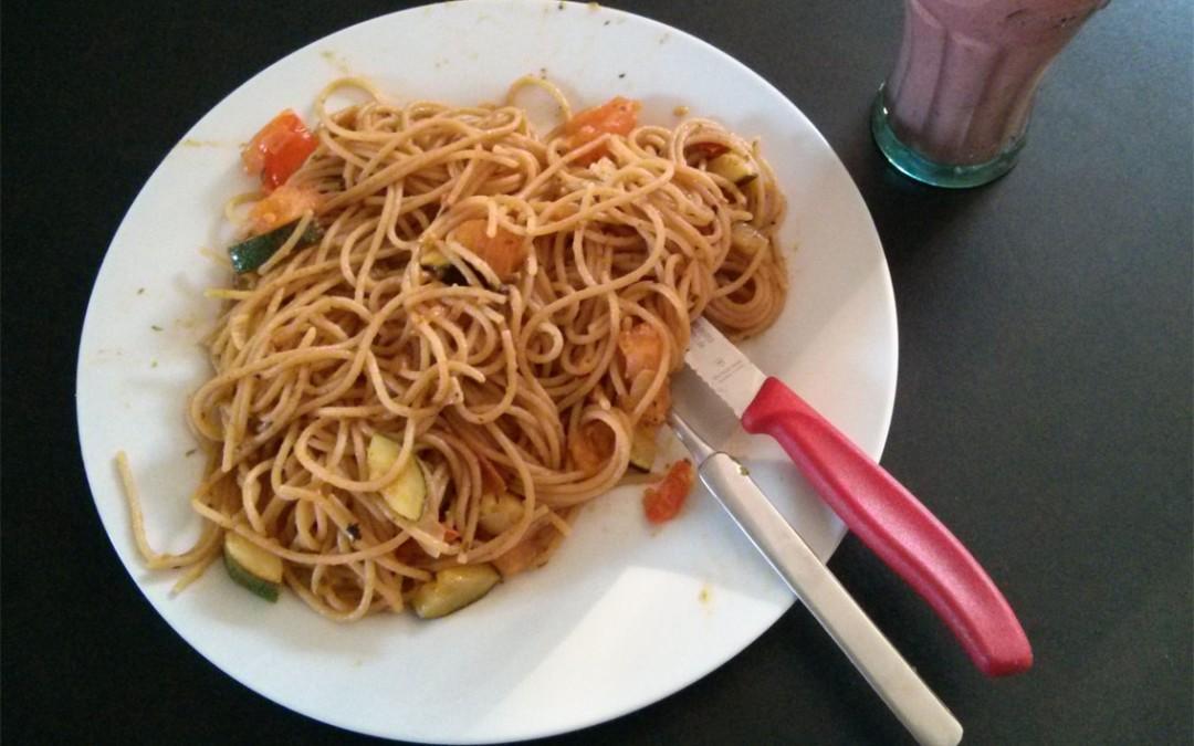 Rezept: Zucchini-Tomaten-Spaghetti mit Bärlauch Pesto